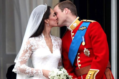 William-kate-kiss-balcony