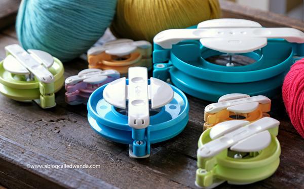 Clover pom pom makers