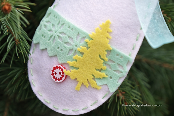 Felt mitten ornaments and gift tags. Taylored Expressions Evergreens dies and Sweater Weather cover plate. Wanda Guess