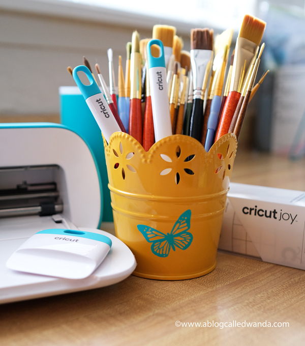 Cricut Joy Machine and accessories. Reviews and tips to use Cricut Joy Machine. Wanda Guess Cricut in the craft room